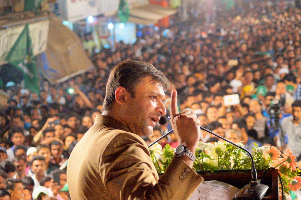 Akbaruddin Owaisi sahab reaches out to thousands in Bandra