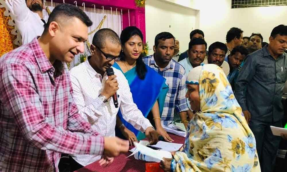 Akbaruddin Owaisi distributes cheques to beneficiaries of Shaadi Mubarak scheme