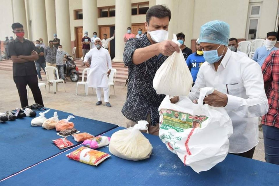 Akbaruddin Owaisi distributed 4000 ration kits & 3000 meals packets in Chandrayangutta Constituency