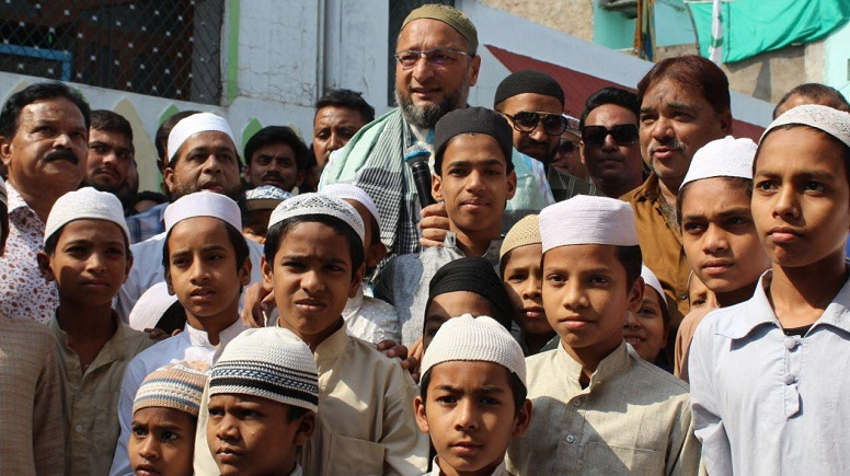 asaduddin-owaisi-on-paidal-daura-in-chandrayangutta-constituency