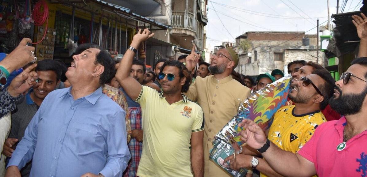 AIMIM President Asaduddin Owaisi Sahab Participated in a Paidal Daura in Charminar division