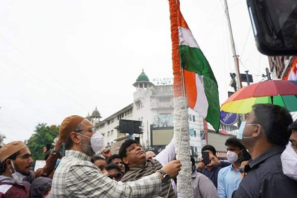 Barrister Asaduddin Owaisi Hoisted National Flag in Hyderabad