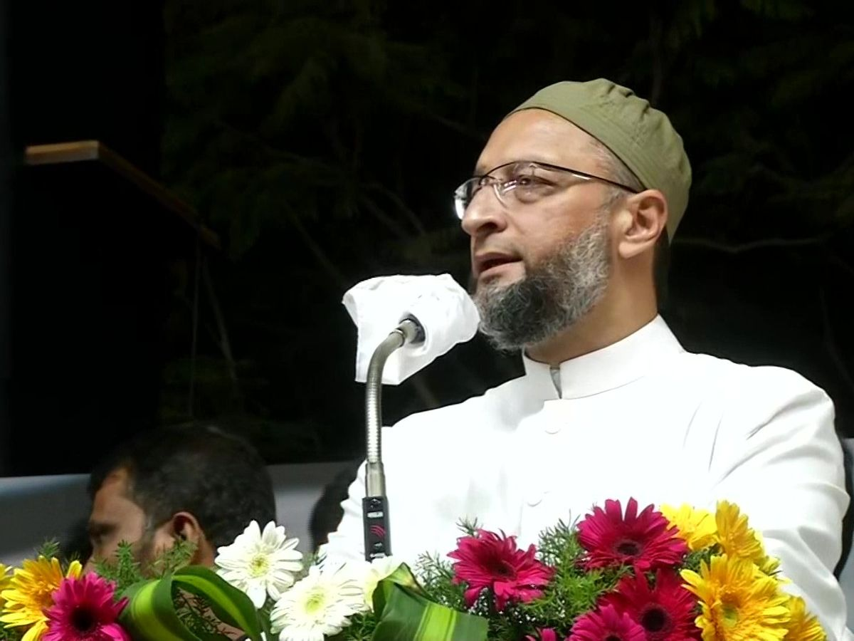 Owaisi attacked the main opposition Dravida Munnetra Kazhagam (DMK) and raised questions on its alliance with Congress