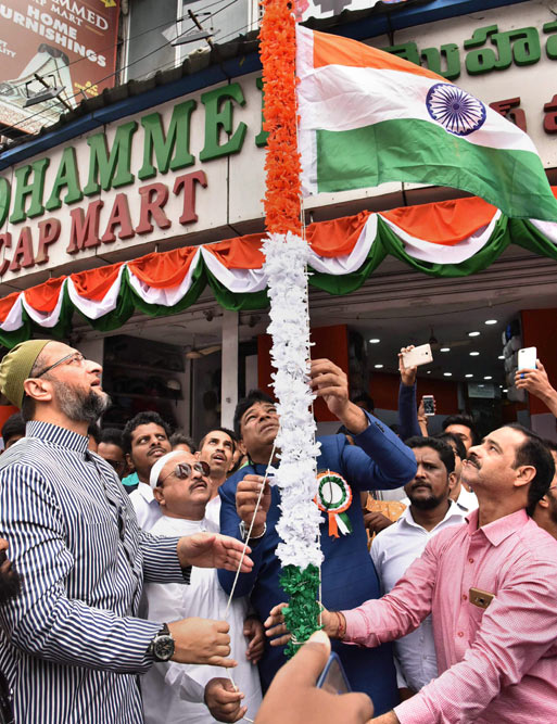 Owaisi brothers unfurls the National flag at various places in Old City of Hyderabad