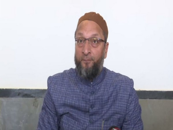 Asaduddin Owaisi protests against Farooq Abdullah