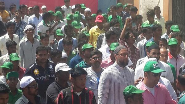 Owaisi begins GHMC election campaign from Sultan Nagar, Erragadda division