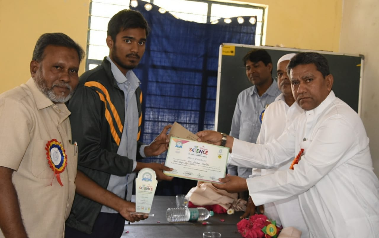 Kausar Mohiuddin visits the Science Exhibition of Golconda Govt Boys School