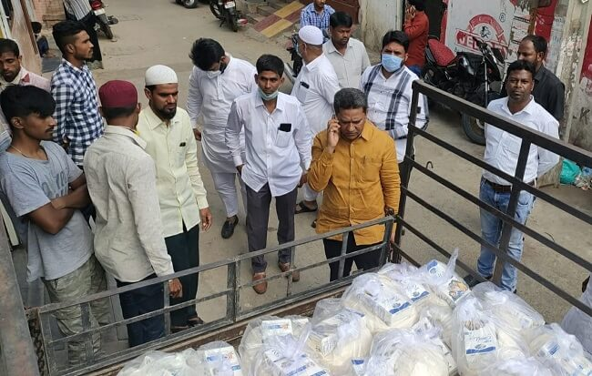 AIMIM MLA Kausar Mohiuddin distributes ration kits through Access Foundation in his constituency