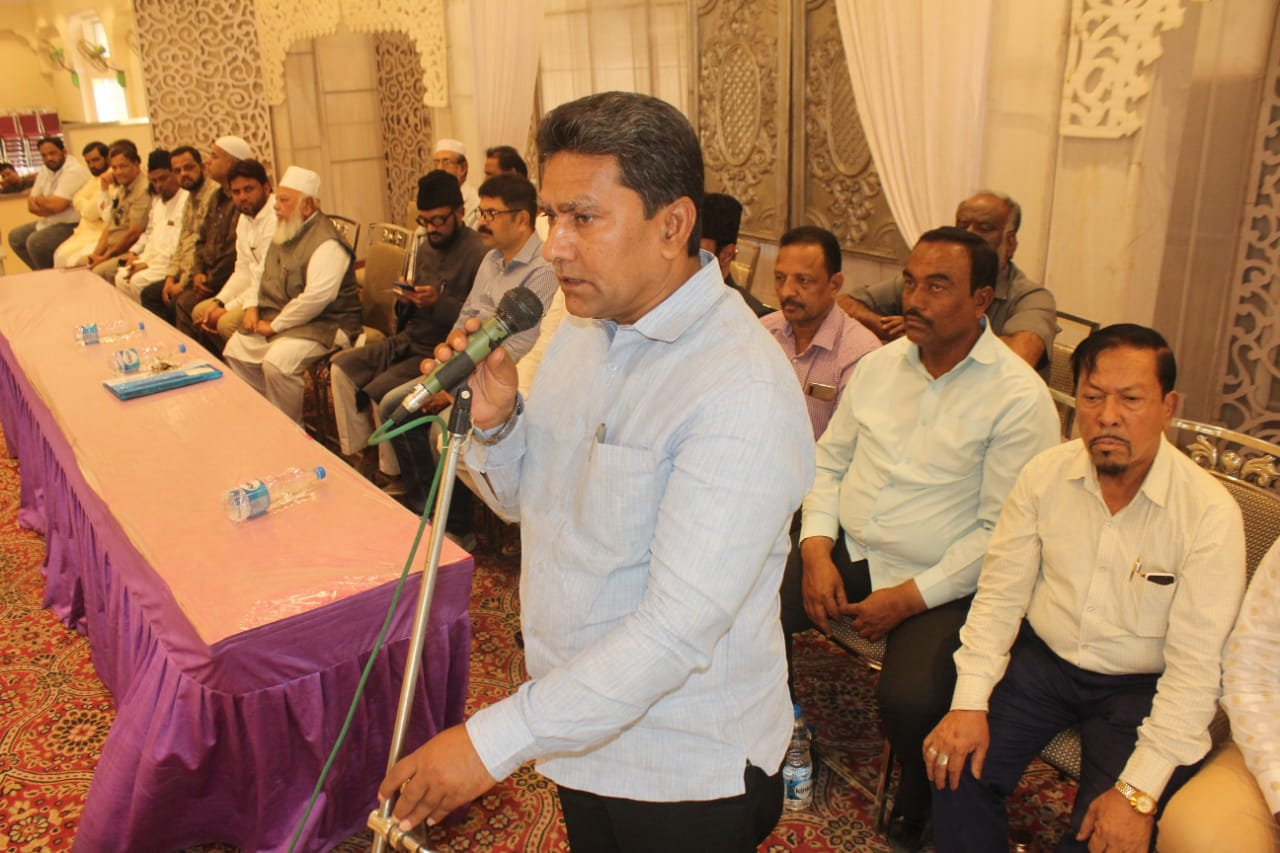 AIMIM Karwan MLA Janab Kausar Mohiuddin Sahab today met with party workers in Pride Function Hall