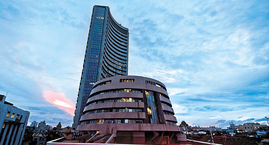Sensex drops 33 points in early trade