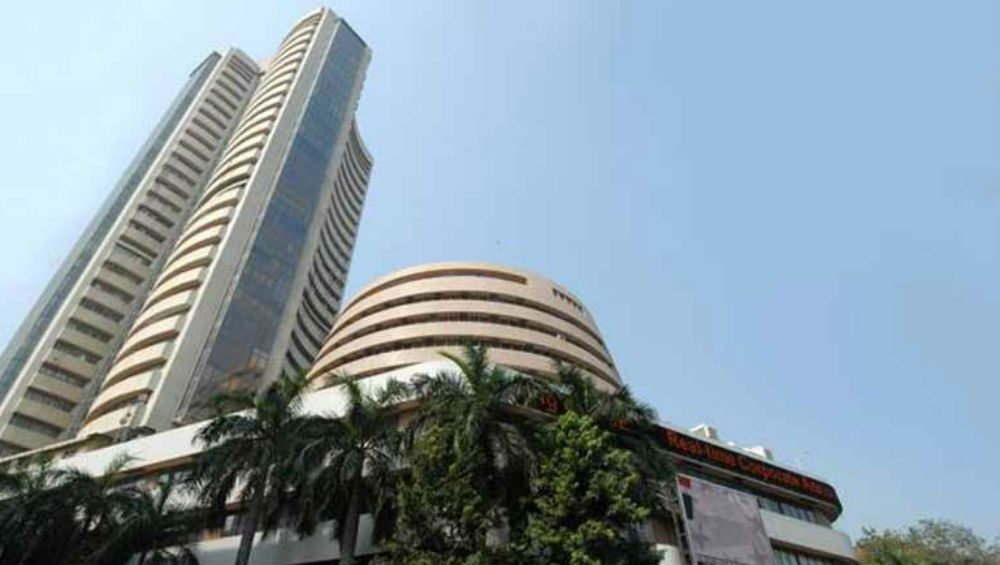 Sensex falls 70 points in early trade