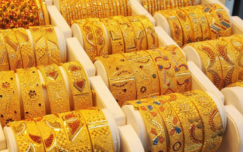 Gold price falls on sluggish demand, weak global cues