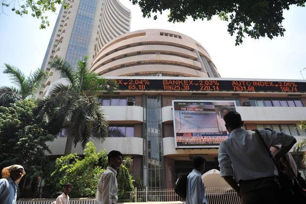 Sensex edges up as select blue-chips take spotlight