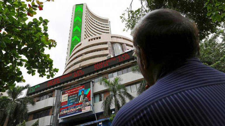Sensex rises 193 points in early trade