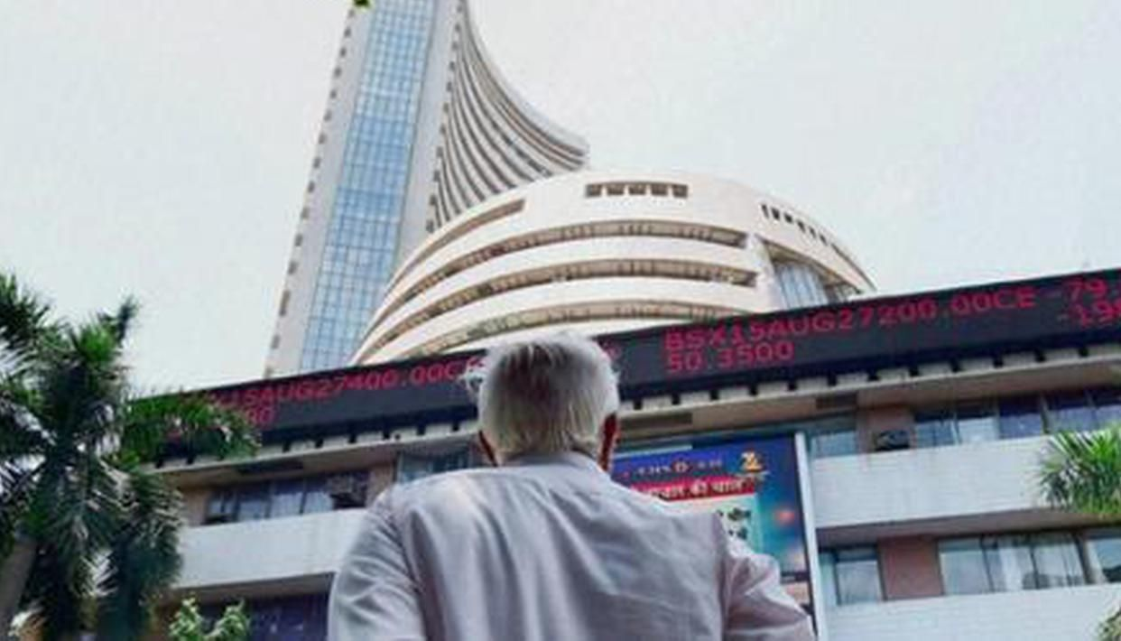 Sensex, Nifty start on cautious note amid tepid global cues