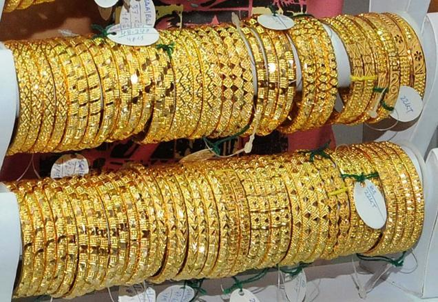 Gold plunges to Rs.29,150 at Delhi