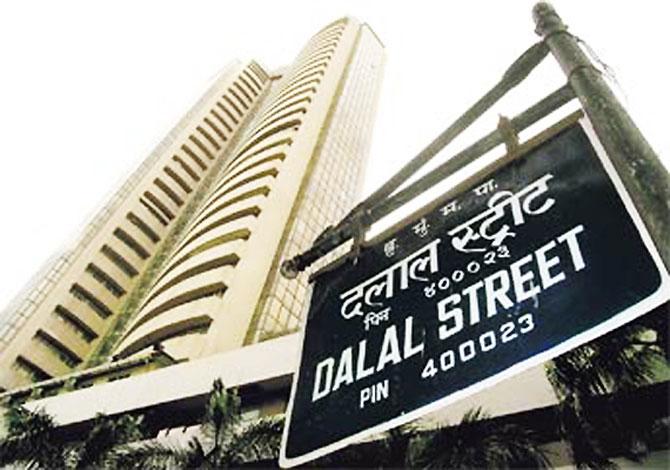 Sensex, Nifty end flat in choppy trade