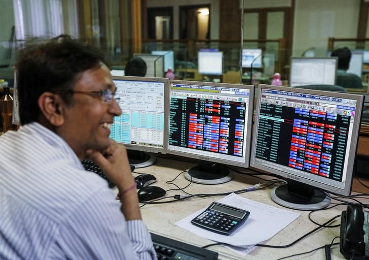 Sensex reovers 70 points on easing inflation