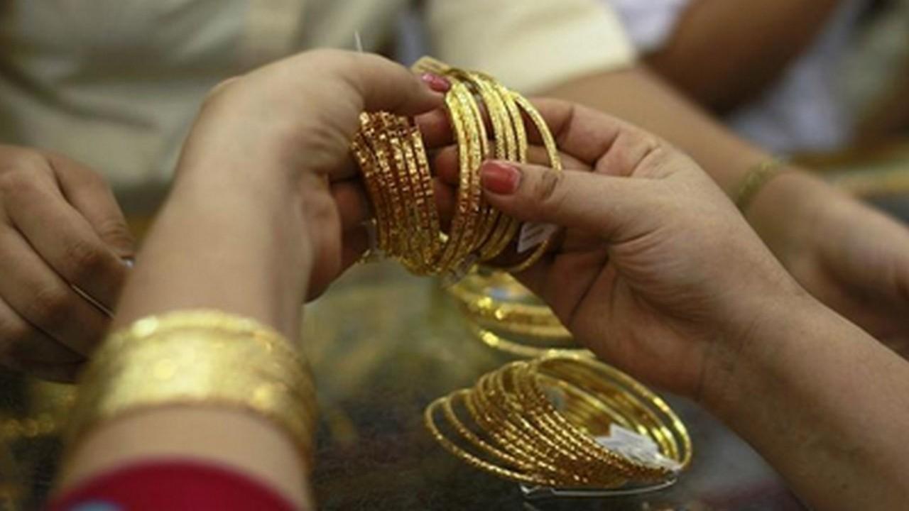 Gold, silver slide on easing demand