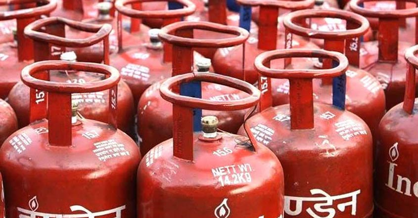 Non-subsidised LPG price cut by Rs.100 per cylinder
