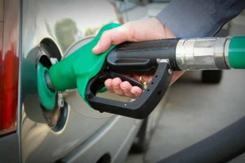 petrolpricecrossesrs80markindelhi