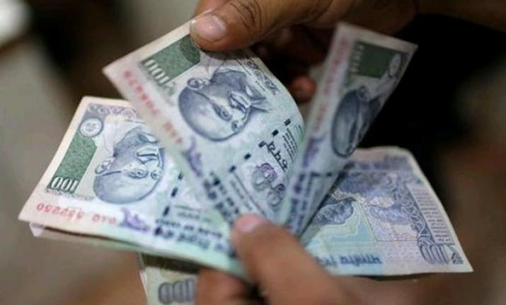 Rupee rises 7 paise against US dollar in early trade