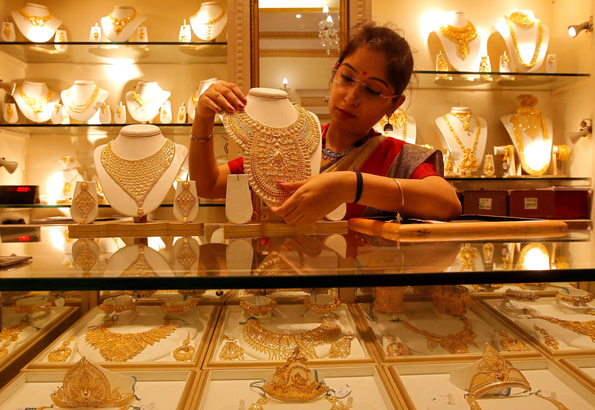 Gold prices zoom Rs 590 on custom duty hike