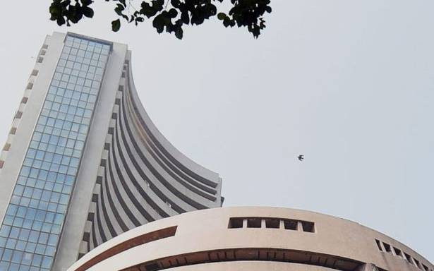 Sexsex, Nifty cautious amid foreign fund outflows