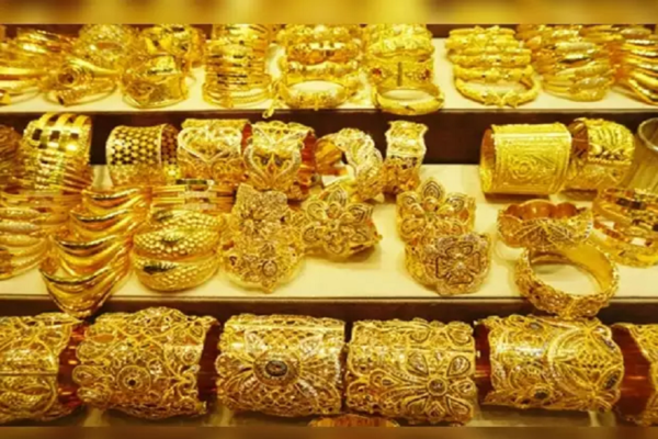 Gold zooms Rs.647 to Rs.49,908 per 10 grams