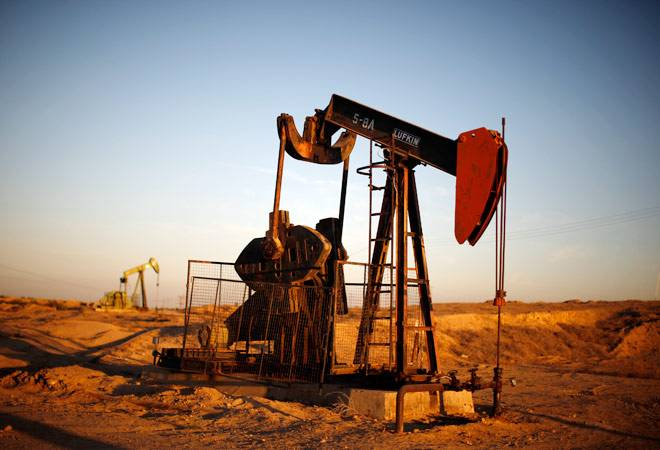Global crude oil prices fall more than 1%