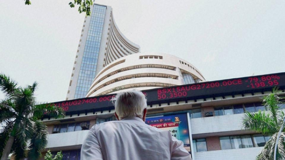Sensex edges lower by 88 points on global weakness