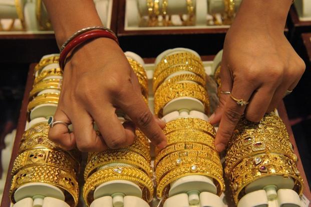 Gold, silver fall on weak overseas trend, profit-booking