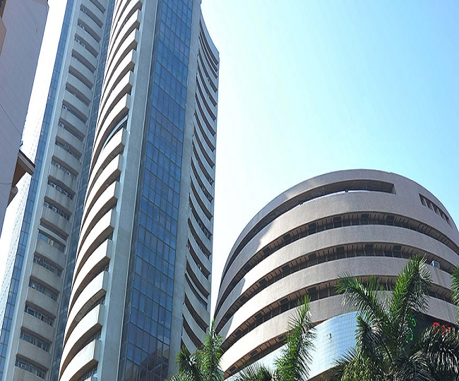Sensex, Nifty start on a cautious note amid weak global cues