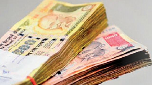 Accept Rs.500/1,000 notes only after careful scrutiny: RBI
