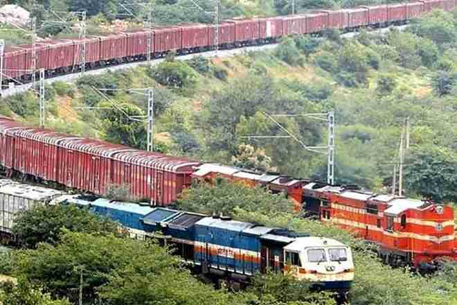 southcentralrailwaytransports2110tonnesofonionsinkisanrailrakesinaugust