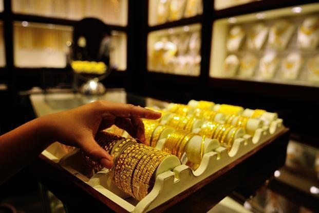Gold, silver prices remain flat