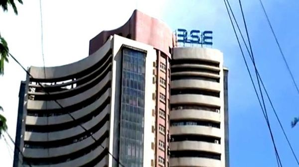 Sensex recovers 39 points on F&O expiry