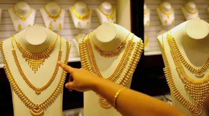 Gold, silver prices rule flat amid thin trading