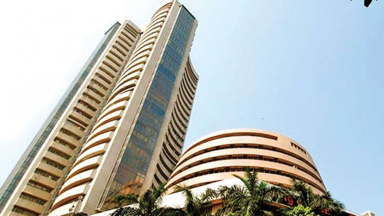 Sensex, Nifty opens on volatile note amid global selloff