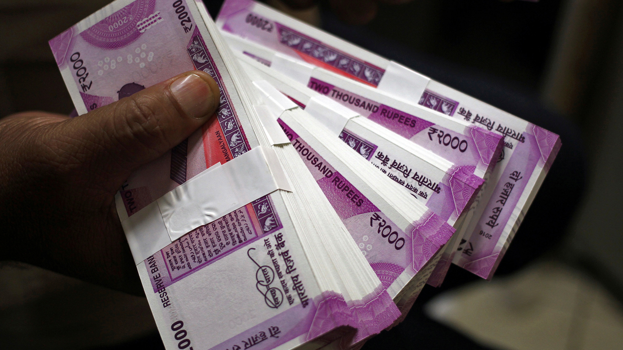 Govt cuts gross borrowing estimate for current fiscal by Rs.70,000 crore