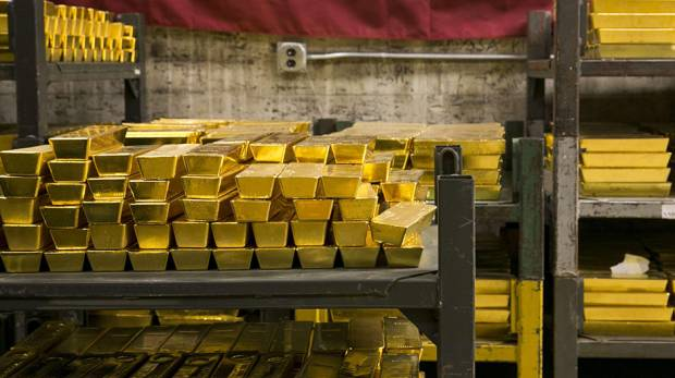 Buyers snap up physical gold after price slides