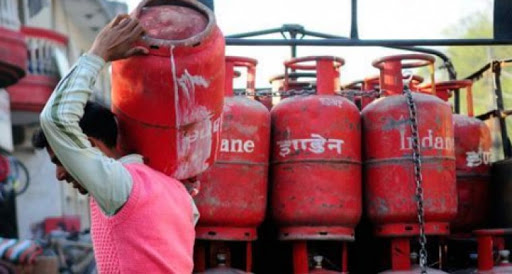 OMCs announce Ex-Gratia of Rs.5 Lakh for delivery boys and others working in LPG supply chain