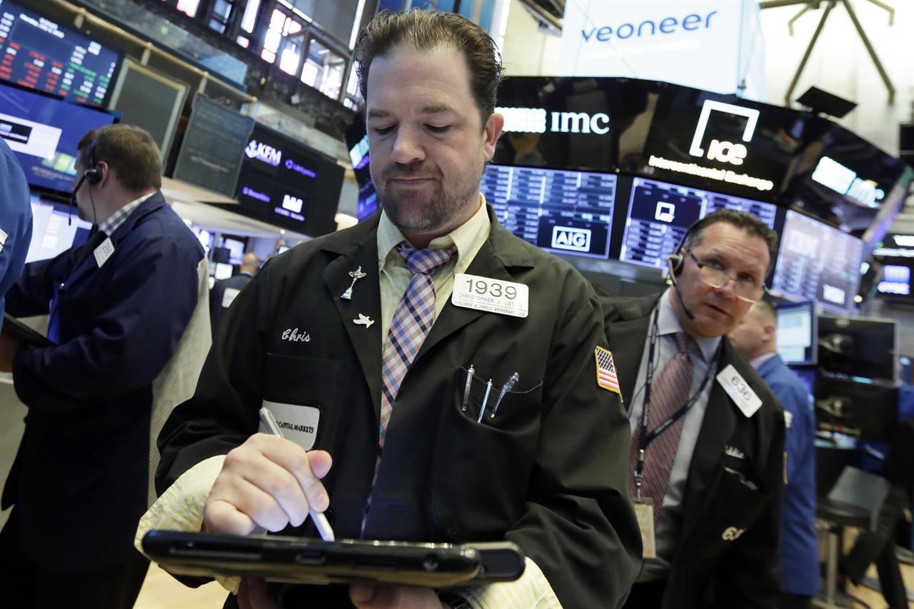 Southeast Asian stocks tumble amid US-China trade tensions