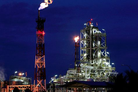 Qatargas signs deal to supply natural gas to Sharjah, RAK