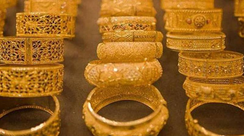 Gold prices rise by Rs 70 on jewellers