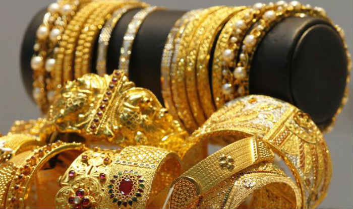 Gold touches Rs.28,000 on global cues
