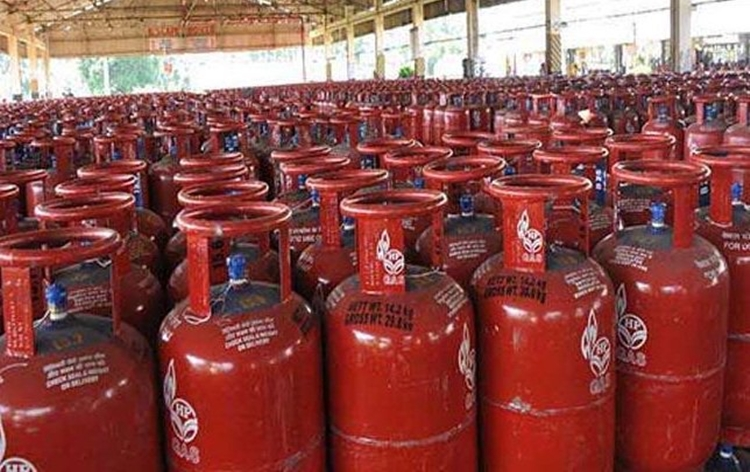 Subsidised LPG cylinder price cut by Rs.6.52
