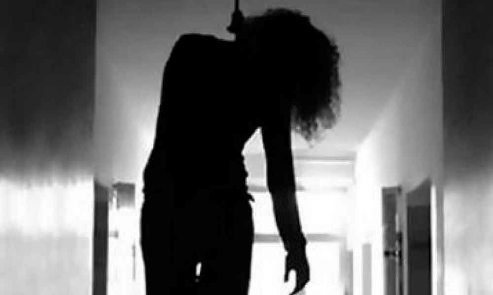 Teenaged girl commits suicide in Hyderabad