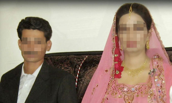 Pakistani girls blackmailed by her husband by shooting videos of their first wedding night.