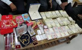 Gold and other valuables seized from 2 railway passengers
